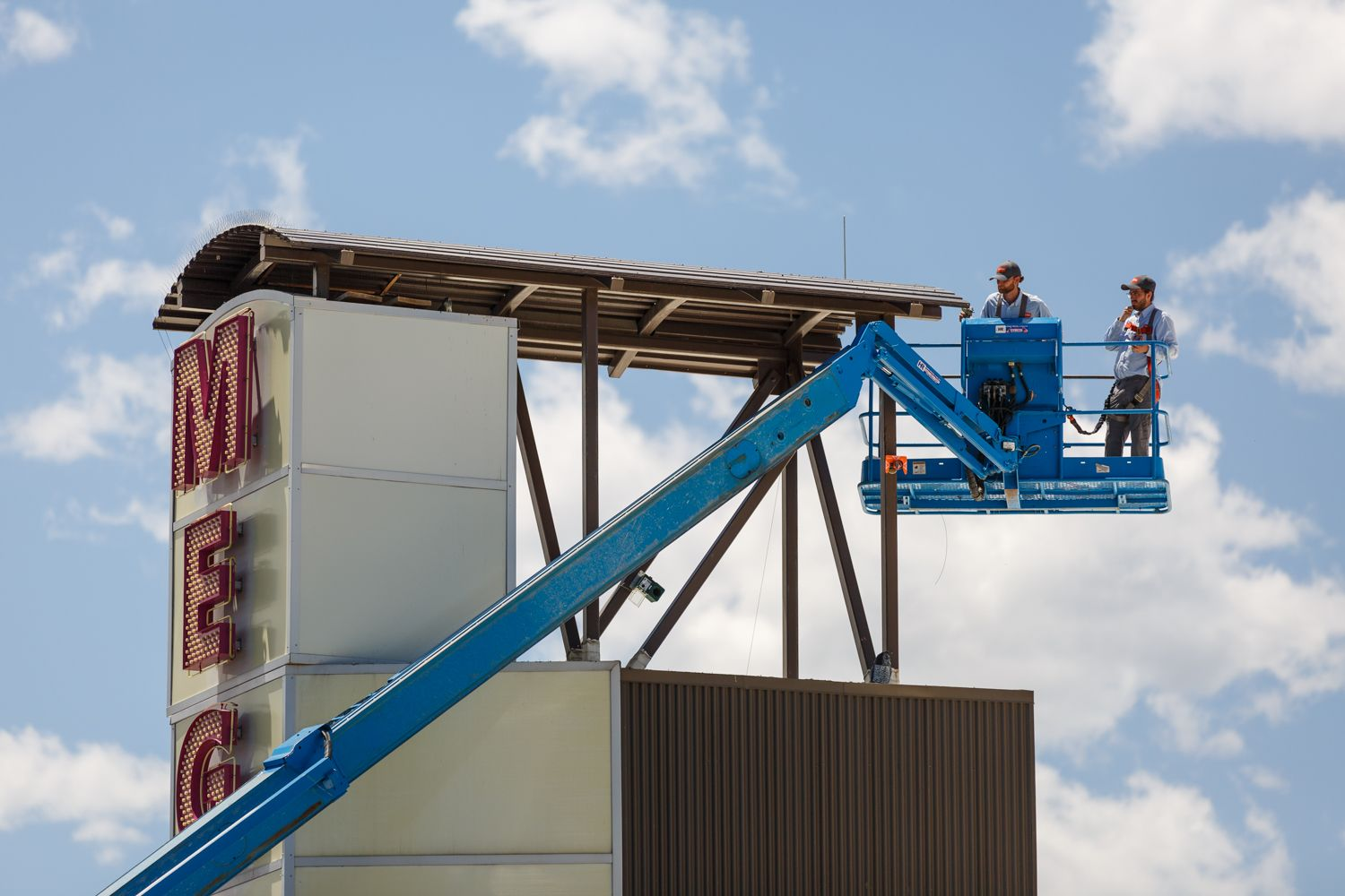 Thorn professionals in a blue lift